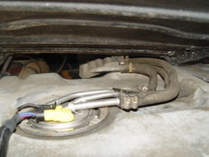 gas tank fuel line connections