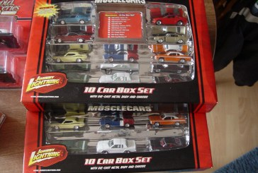 Johnny Lightning Muscle Cars 10 Car Box Set