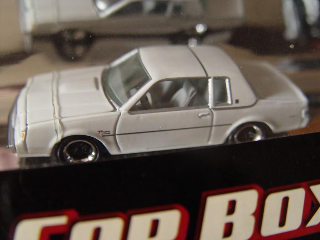 Johnny Lightning Muscle Cars 10 Car Box Set white regal t type
