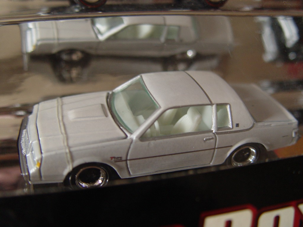 Johnny Lightning Muscle Cars 10 Car Box Set white regal t type white lightning