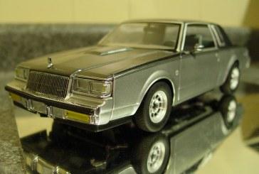 1:18 Scale GMP G1800217 Ultra Rare D84 Two Tone Gray Silver