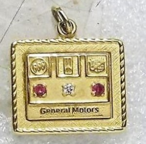 GENERAL MOTORS BOC 30 YEAR SERVICE AWARD NECKLACE CHARM