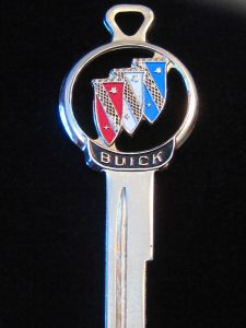 buick-silhouette-gold-crest-key