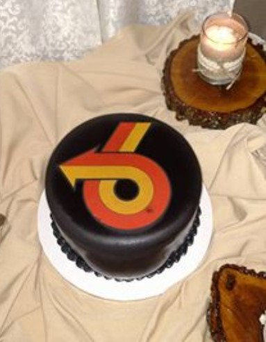 turbo 6 wedding cake